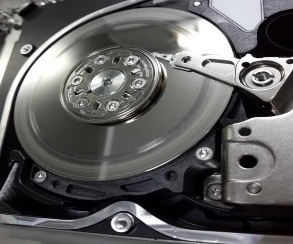 SAS硬盘盘面划伤.jpg